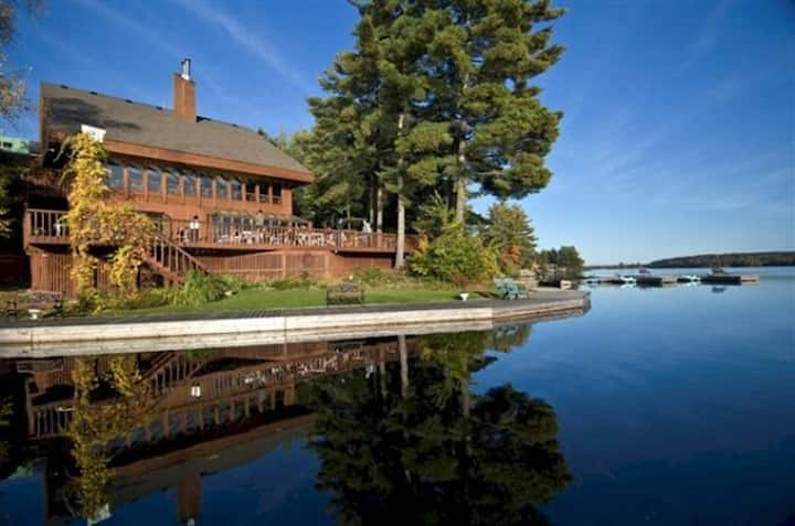 LAKEFRONT COUNTRY INN COUPLES RESORT -F   $329