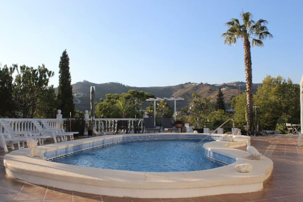 Ein großer, privater Pool