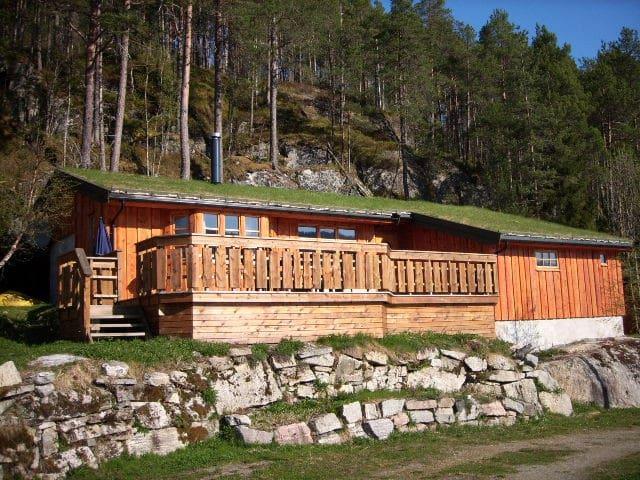 Lœrtrøa Cottage. Sea view and excellent location.