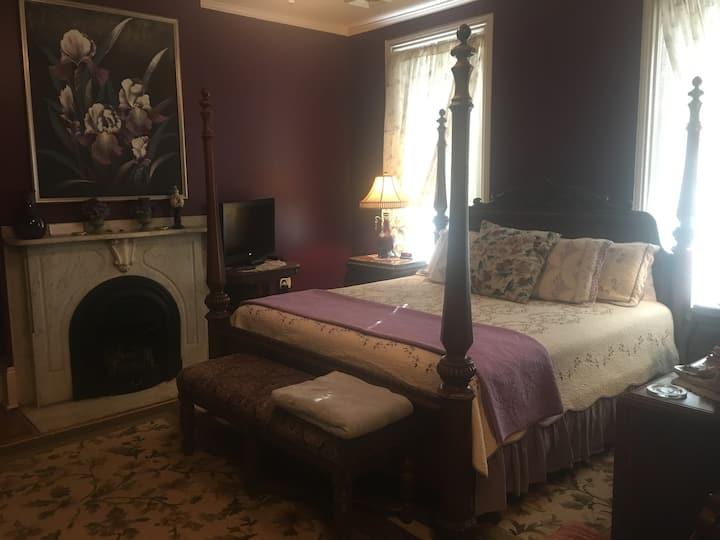 Bayberry House Bed and Breakfast King Suite with Private Bath with Jucuzzi and shower