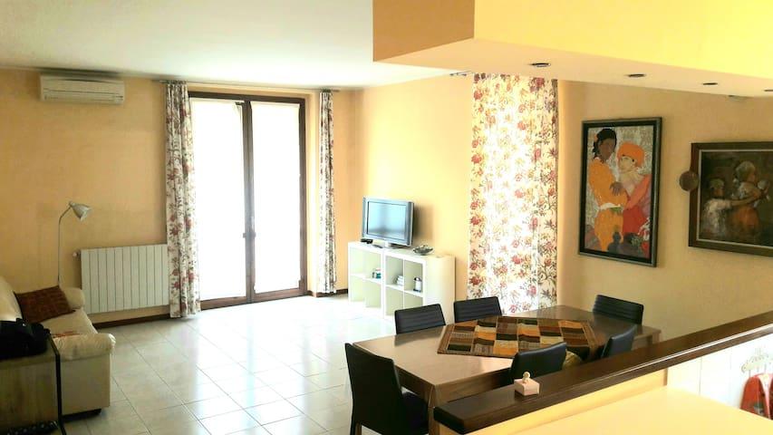 Due camere con 5 posti letto vicino a Milano
