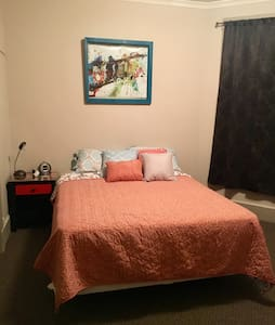 Private Bedroom in a Funky Neighborhood! - Madison