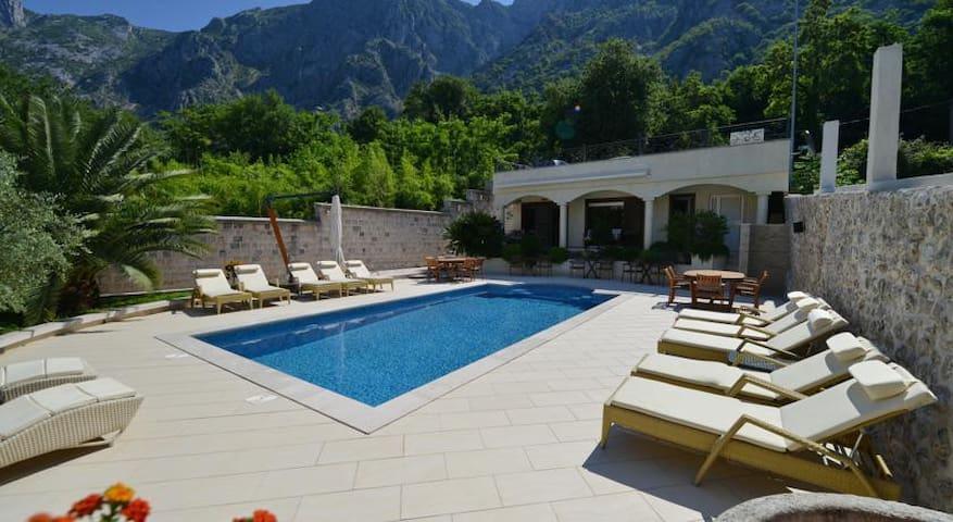Villa Nikčević-Amazing Double Room with Pool View