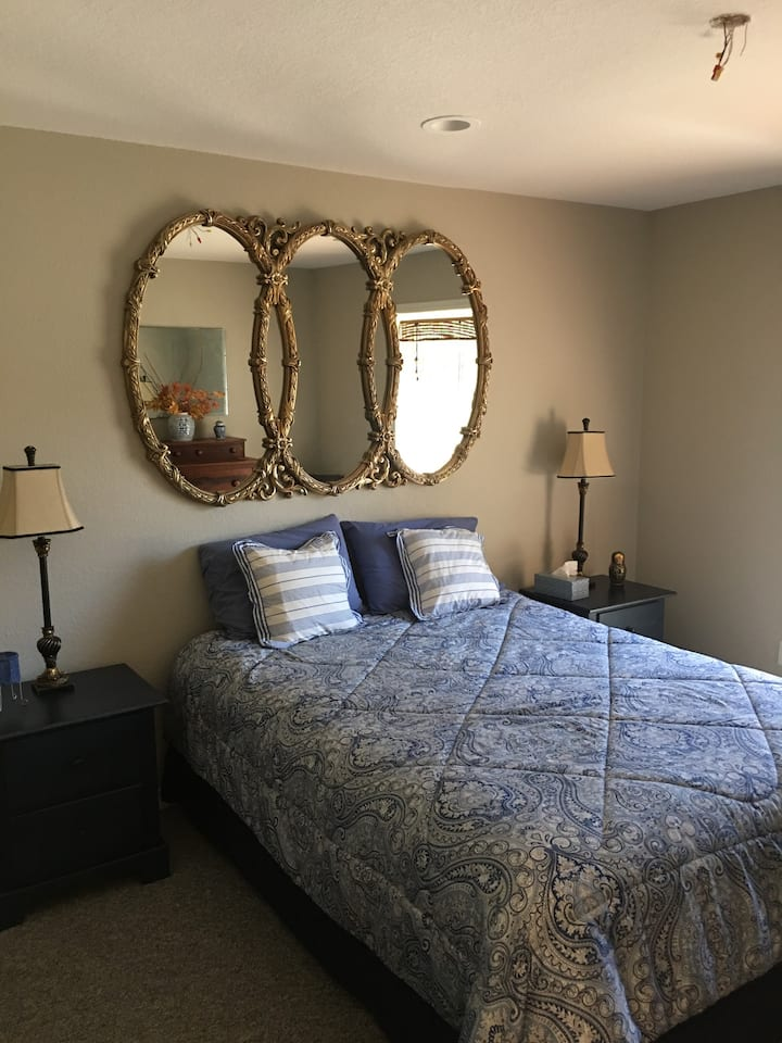 Cripplegate Ranch - Kris's Room