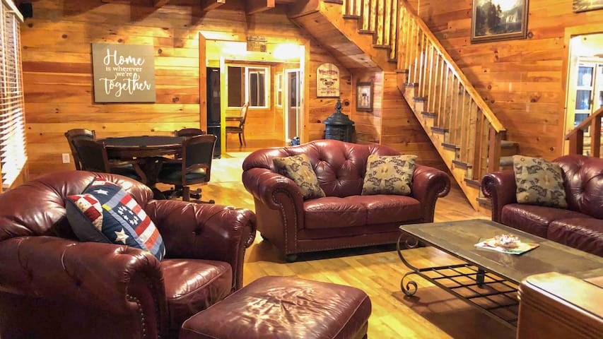 * Lg Country Cabin, Pool & Pond on 20 Acres *