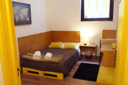 Hostel | Yellow Room | Centre Aveiro