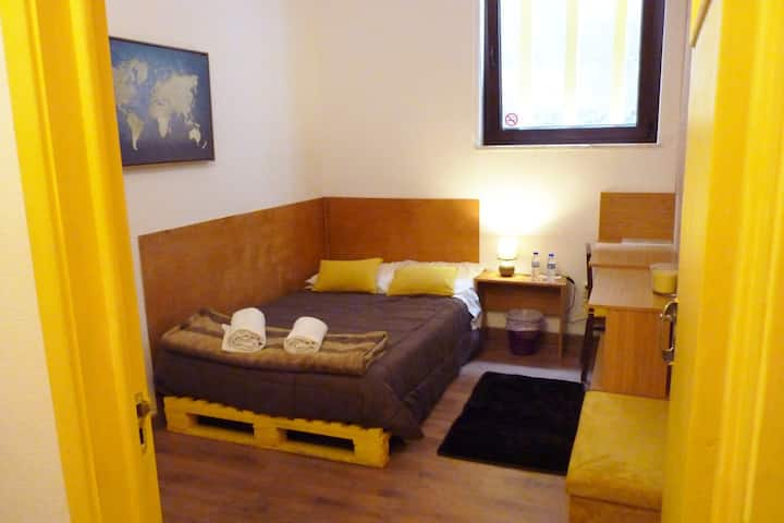 Yellow Room | Center Aveiro | Hostel