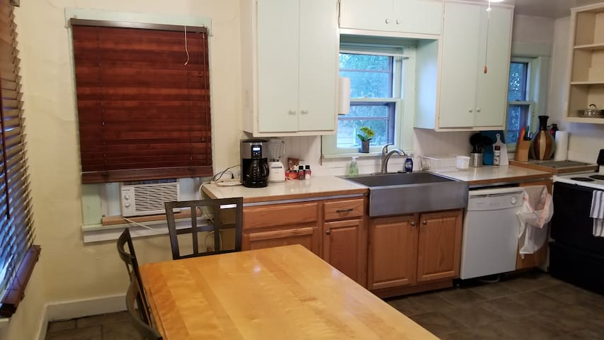 Two bedroom close to OIT, Hospital, Lake,Golf
