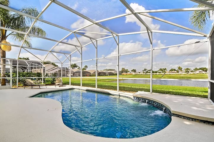 Lakeview Villa 4 Bed Heated Pool 3 Miles to Disney