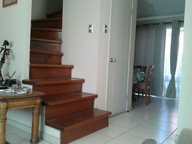 Barrio tranquilo y casa confortable. - Maipú, Región Metropolitana, CL - House