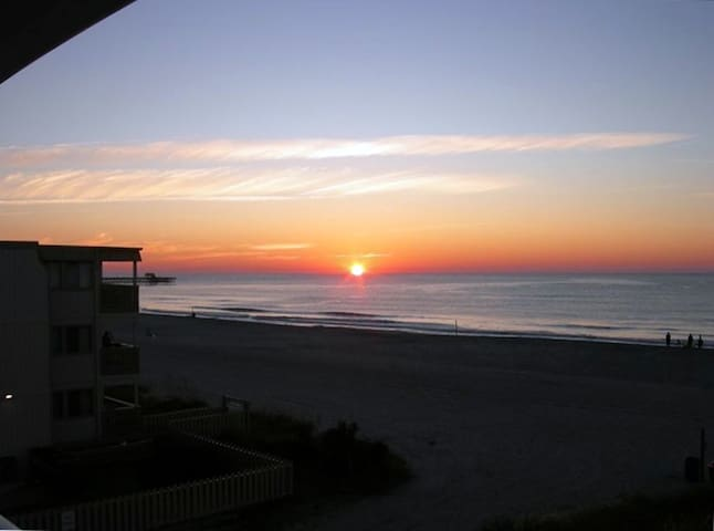 Oceanfront 2BR/2BA Renovated Beach Condo - Myrtle Beach - Appartement en résidence