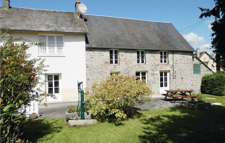 Holiday cottage with 3 bedrooms on 114 m² in Lonlay l'Abbaye