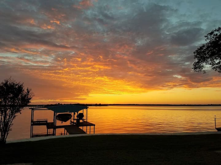 Open water lakehouse, very close to town!!