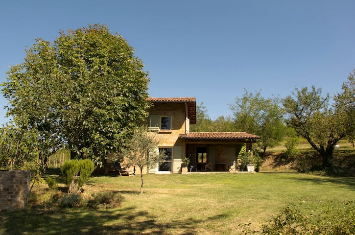 """""""Il Ciabòt - un cottage nel Monferrato"""" - Cocconato - House"""