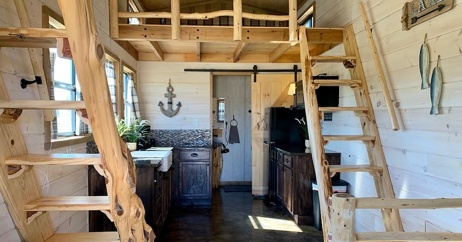 Lake Texoma - Luxury Tiny Home/Cabin 1 - Sleeps 6