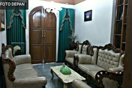 Home stay @sindang barang 19