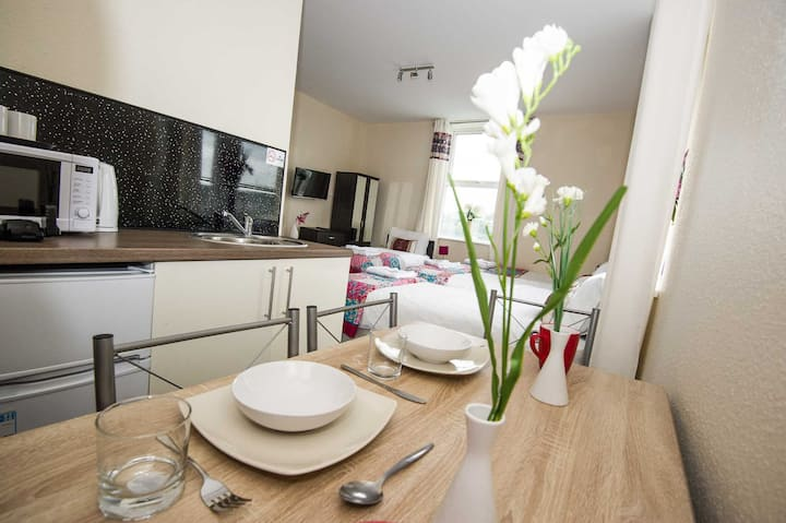 93 Beautiful Bradford Apartment