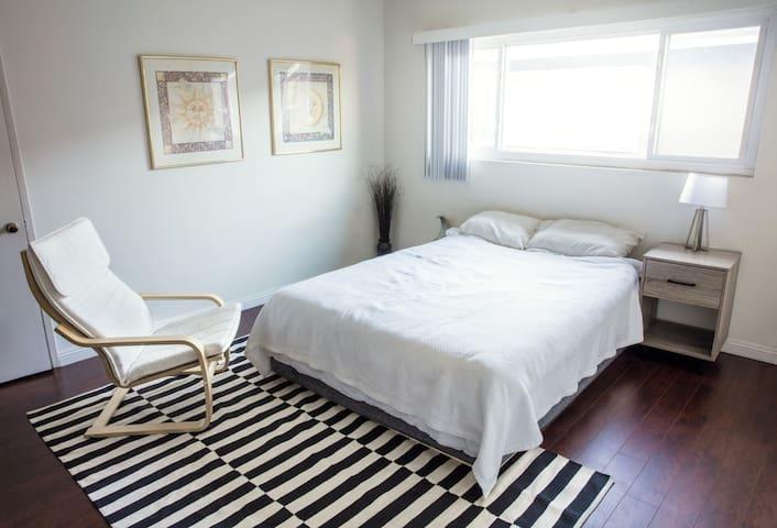 Cute Private Room In Beautiful Silverlake in L.A.