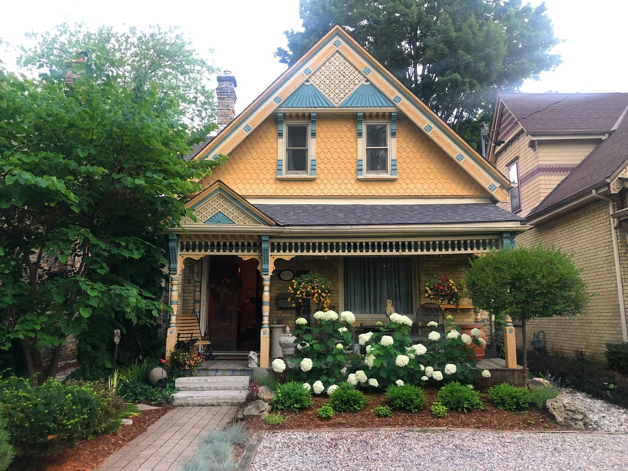 The Bird House. Your space is on the second floor. Close to downtown, Victoria Park, airport, Western University, Fanshawe College, Richmond Row