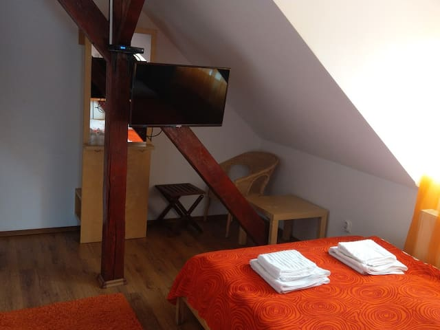 Small Double Room - Conacul Bunicilor