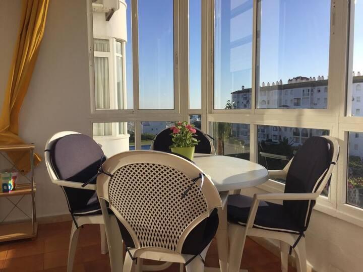 Coqueto apartamento soleado y con buenas vistas