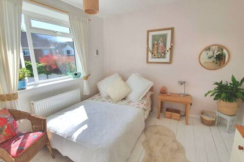 Lovely Quiet House with Glastonbury Tor view