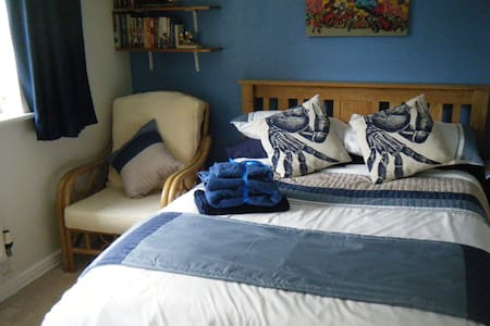 Large Double room in quiet Detached House