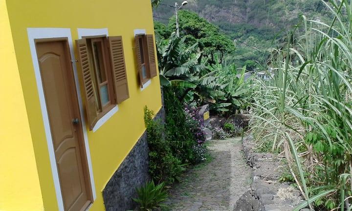 A amarelinha de Casa das Ilhas