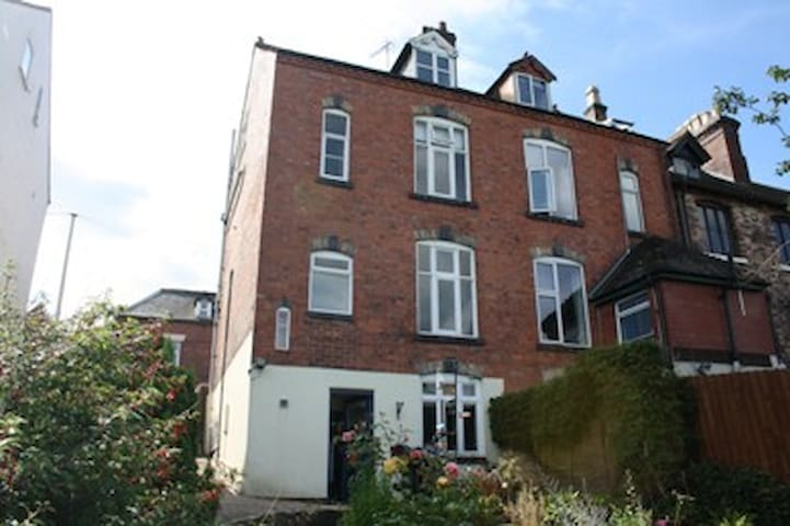 Family home in lovely market town - Ashbourne - Bed & Breakfast