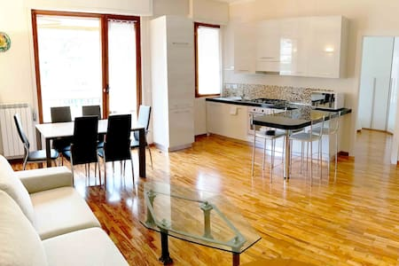 Rapallo Apartment 24 - New, Large and Bright!