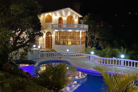 Se alquila Hermosa casa de campo.