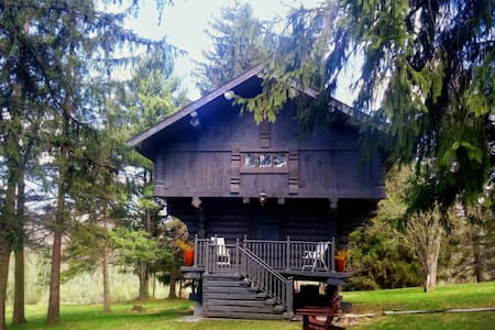 Unique Scandinavian Cabin Treehouse @ Solvang Inn - Huntingdon