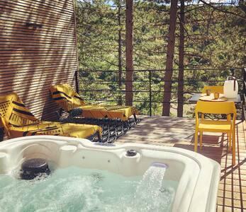 Une cabane luxe avec spa privatif en pleine nature