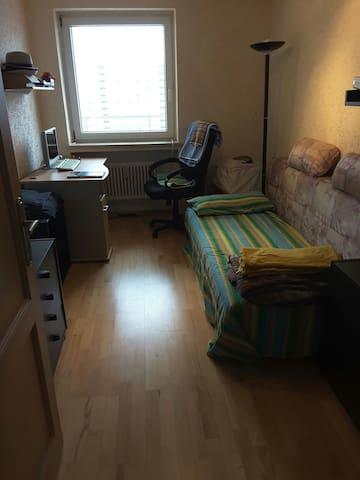 1 single room 15 qm in Munich - München - Apartment