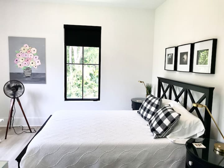 Savvy Black: No Cleaning Fee; Free Kayaks; Private