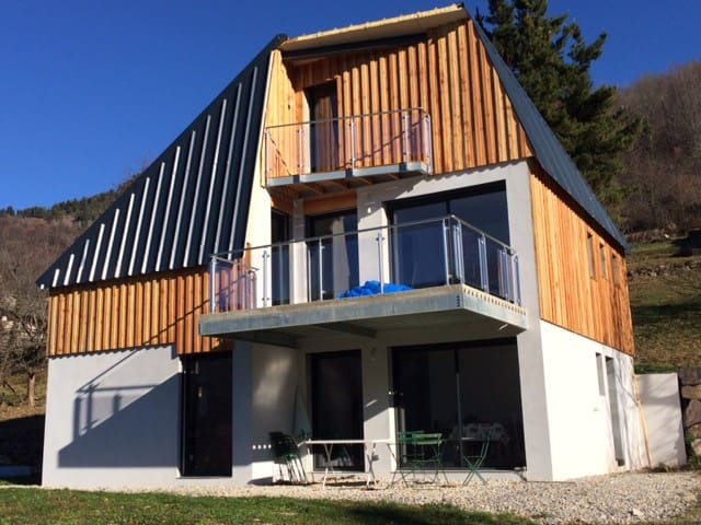 Modern and comfortable chalet with stunning views - Gestiès - House