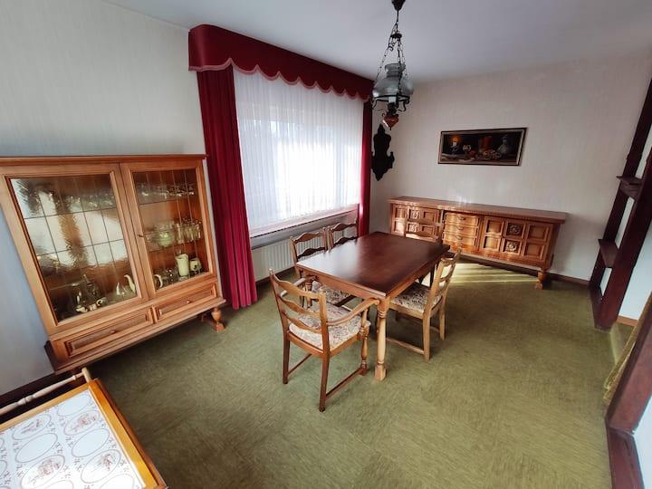 Retro-Style Wohnung möbliert