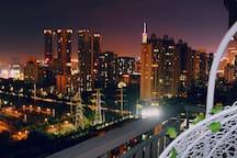阳台夜景(右)