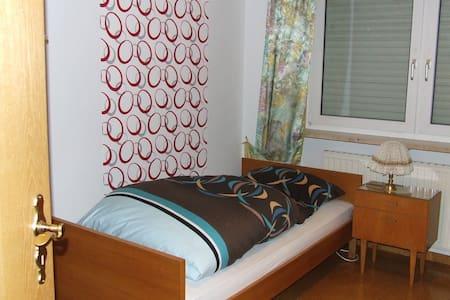 Zimmer incl. Mitbenutzung - Konradsreuth - House