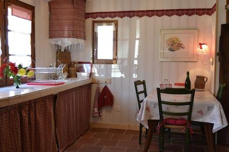cozy nest between sea and countryside - Plérin - 自然地形を利用した家