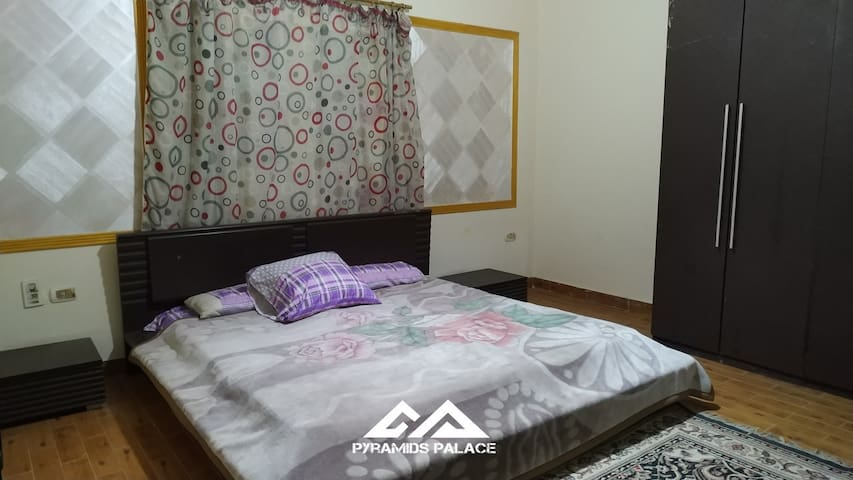 SLEEPING ROOM MODERN FURNITURE WITH AC AND KING SIZE BED