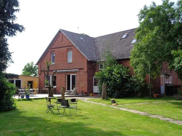 Großes Haus direkt an der Weser bis 16 Personen