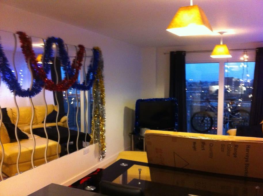 Lounge & Balcony