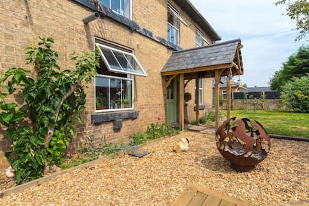 Victorian Farm,King Bed,tv,Self-catering,farm food