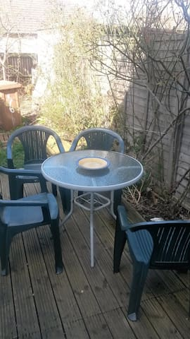 Quiet two bedroom garden flat for family or group - London - Apartment