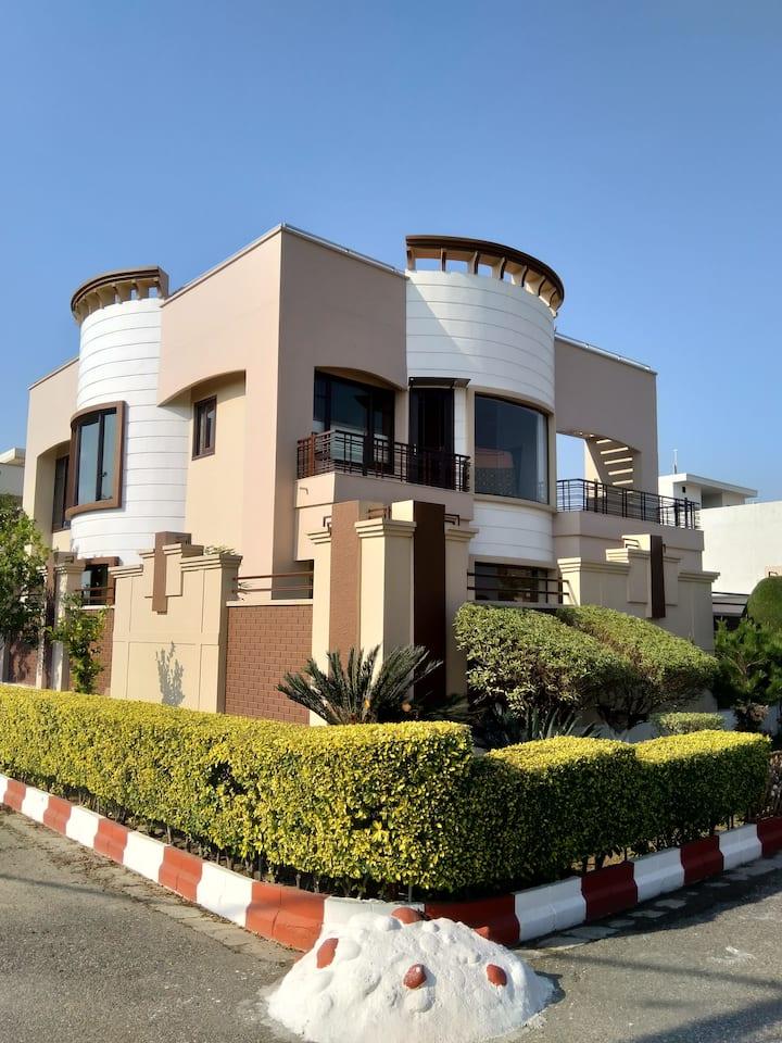 Aaron villa Amritsar (2 rooms) NRI Host