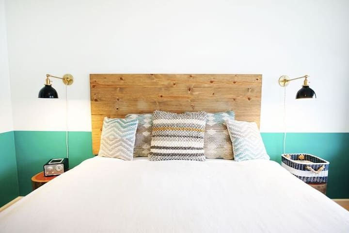 Cambria Beach Lodge - King Bed D