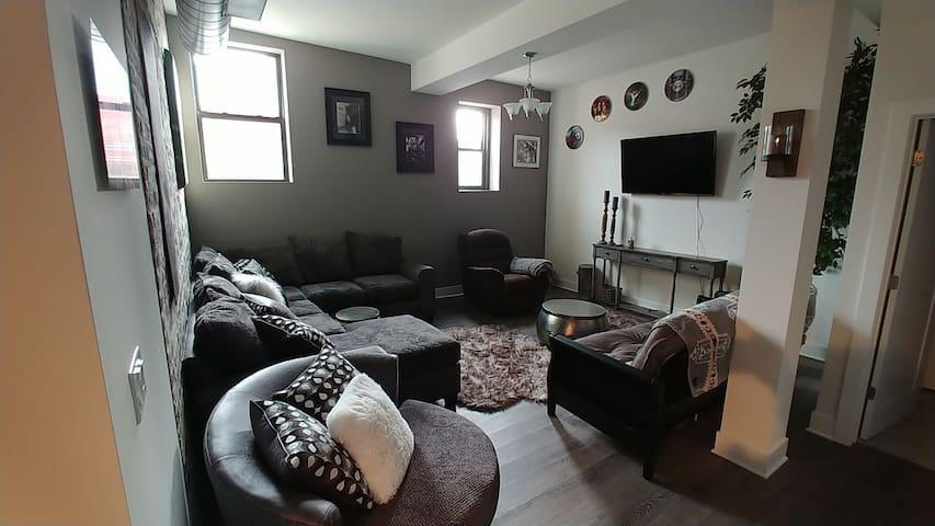 Reggies Condo in Hot South Loop  2 bedroom, unit 2