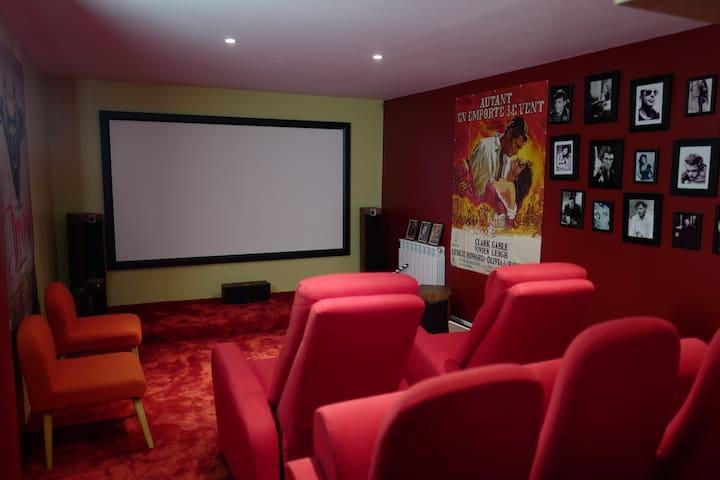 Maison près de Bordeaux avec salle cinéma