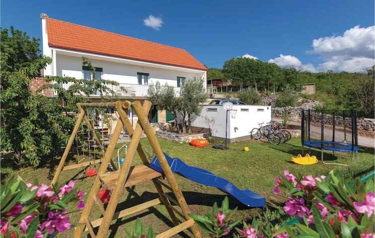 Holiday cottage with 3 bedrooms on 115m² in Katuni